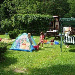 Ubytování České Švýcarsko, děti na zahradě